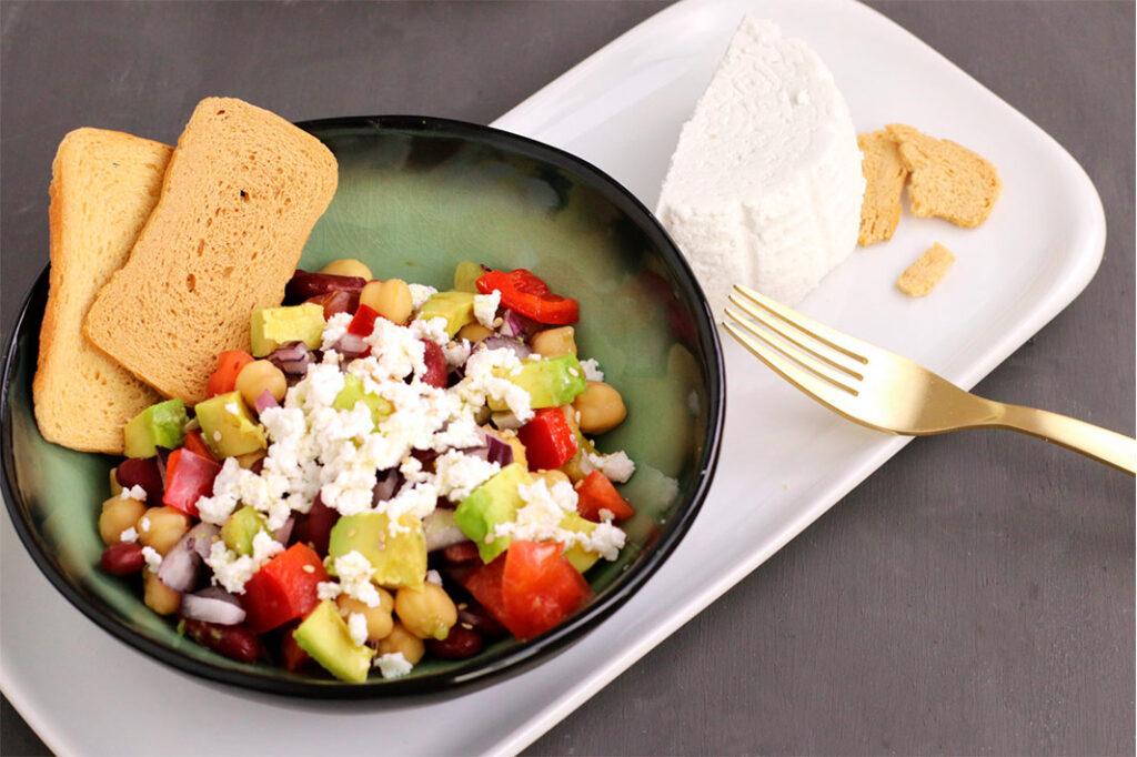 Receta de ensalada de legumbres con queso requesón de Lácteos Segarra