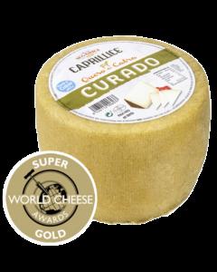 Queso curado de Lácteos Segarra con el premio World Cheese Awards.