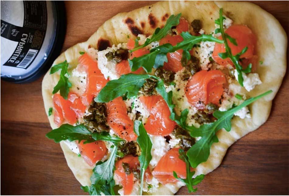 receta de pan naan con salmón y queso fresco