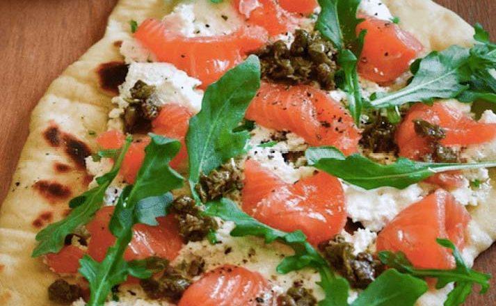 receta pan naan con salmón y queso fresco