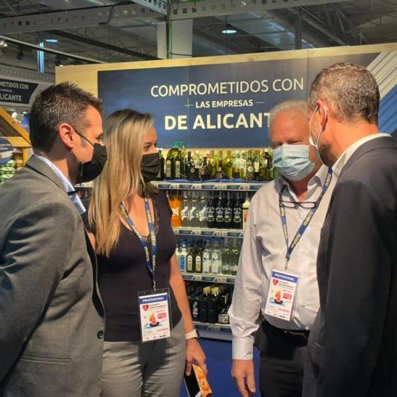 El alcalde de Elche y el presidente de la diputación en Alicante gastronómica apoyando a Lácteos Segarra